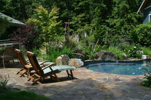 Leaf Readers Design Outside! Poolside Via Alan Burke, landscape architect at Classic Nursery in WA.