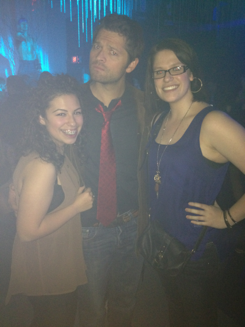 strangepicturesofmishacollins:  nero—shrimp:  pls Tash and I met misha Collins and Richard speight jr while at a gay club tonight nbd :-))))  Note the male dancer in the background.