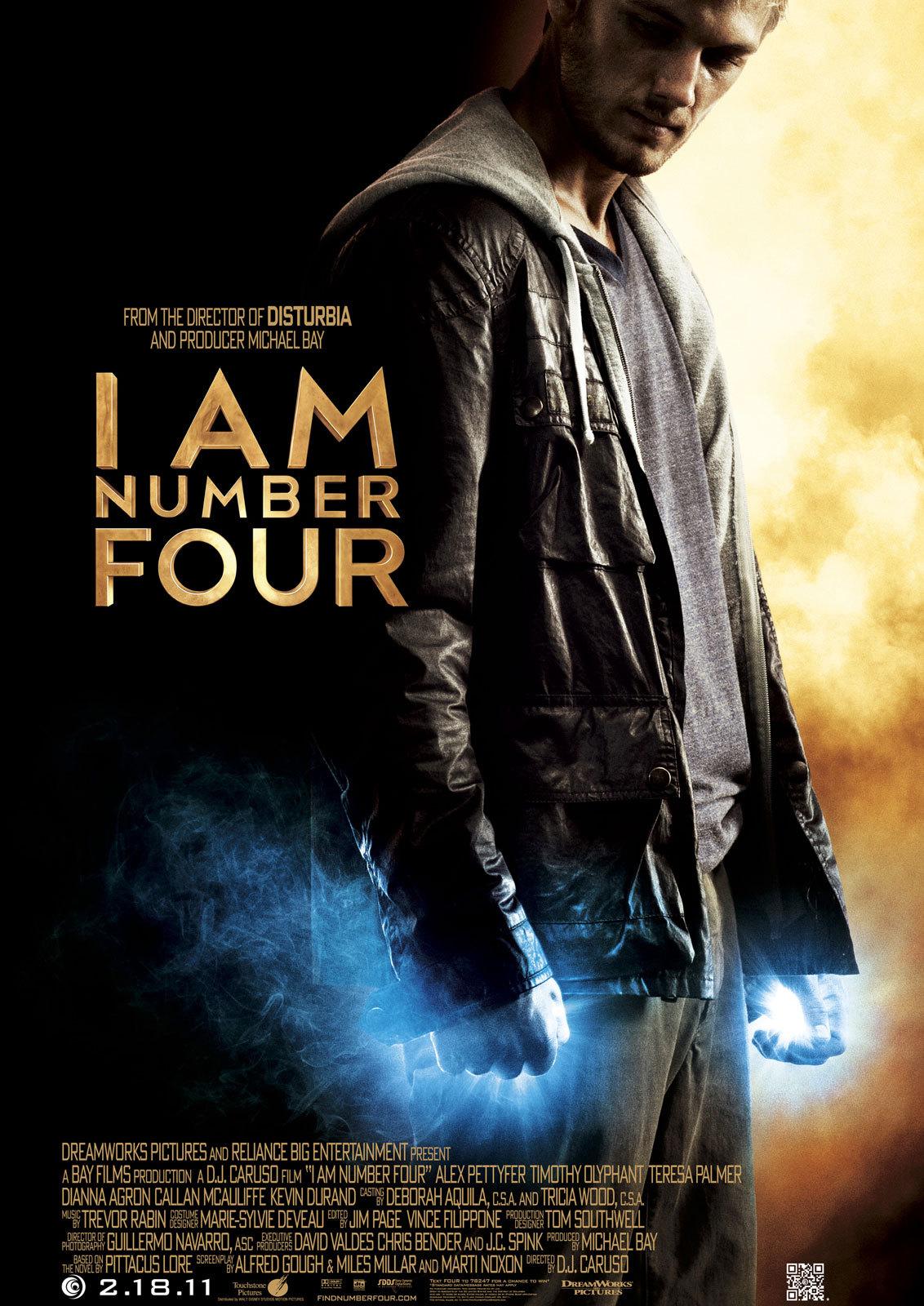I Am Number Four (2011) Film over alien John Smit, die met negen andere kinderen naar de aarde is gestuurd, zodat zij later hun krachten kunnen bundelen in de strijd tegen de Mogodorians. Zijn bewaker, en voogd, Henri probeert John klaar te stomen voor de strijd tegen de Mogodorians, een buitenaards ras dat de laatst overgebleven Loriens willen uitroeien. Ze gaan van stad naar stad om de Mogodorians voor te blijven. In de laatste stad waar zij aankomen ontmoet John de mooie Sarah, waardoor hij besluit klaar te zijn met vluchten. I Am Number Four is een film die je niet serieus kan nemen. De low-budget effects en het, overbekende script, zijn matig in elk aspect. De film lijkt eerder een slechte tiener science-fiction serie, dan een film. Een slechte 'jeugd'aflevering van de X-Files of van de serie Roswell. Het helpt ook niet dat de protagonist niet kan acteren. Op een gegeven moment wens je dat de Mogodorians hem snel vinden om hem te onthoofden. De Mogodorians, slecht uitziende punk/gothic-aliens, houden, trouwens, het internet in de gaten in de zoektocht naar John en rijden 'onopvallend' als creepe guys rond. Vrij belachelijk, zoals de hele film. Nee, I Am Number Four verdient het cijfer 'four'. 1.5/5 4/10