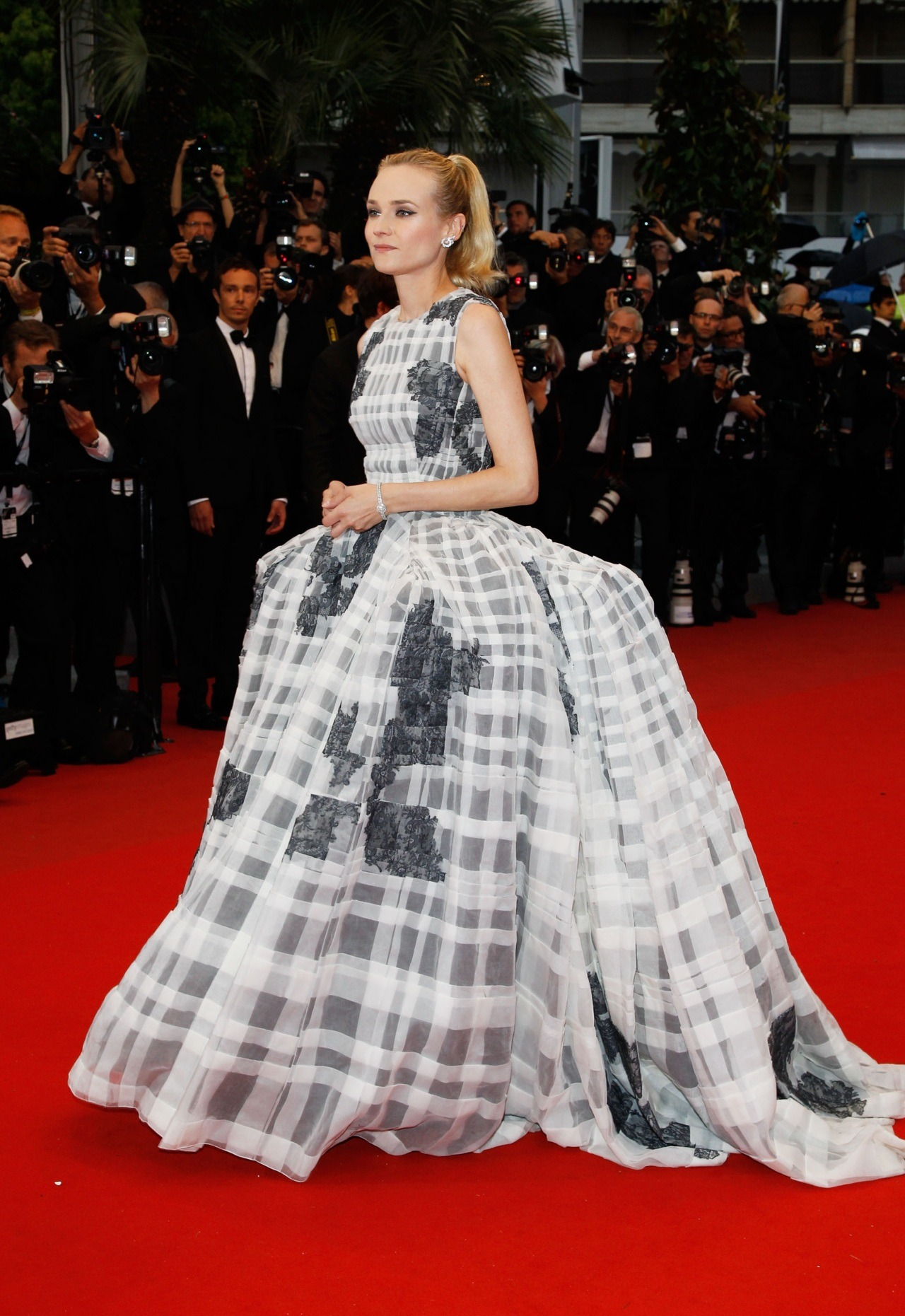 Diane Kruger (wearing Dior Couture Spring 2012) at the premiere of Therese Desqueyroux and the closing ceremonies of the Cannes Film Festival, May 27th Girl, you are officially the QUEEN of this Cannes.