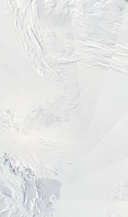 processingmatter:  Composite view of Antartica captured by NASA's Aqua satellite on 27 January 2009