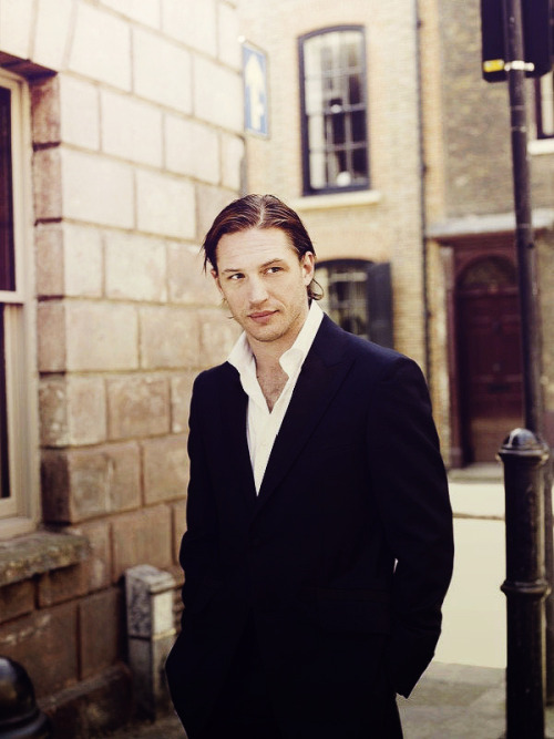 isthistomhardy:   35│100 » Tom Hardy  is this tom hardy? IS IT? because i find it attractive.