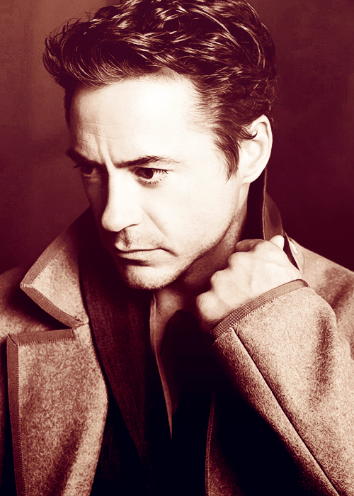 klutella:  ↳ 23/100 pictures of Robert Downey Jr.  This is my new favorite photo of him. Hello new wallpaper!