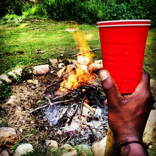 Still sippin by the fire #DoubleCupSundays #summershit #campfire #doublecup #fire #firepit  #occupyabarstool #happyhour #beer #cerveza  (Taken with instagram)