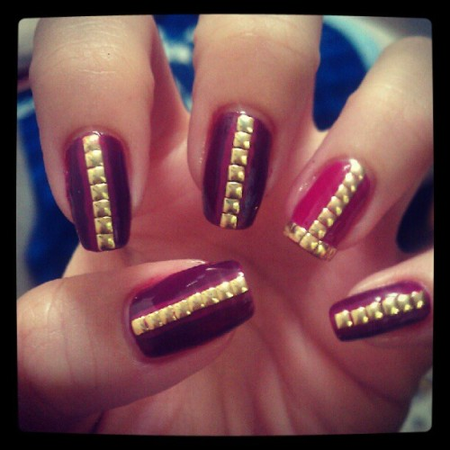 #nailart #nailartaddict #nail #nailartaddicts #nailpolish #nailartoohlala #nailartclub #naildesign #nails #naturalnails #instanails #pretty #accent #fashion #lorénnicolá #classy #cutepolish #cute #manicure #diy #nailstuds #nyc #nailporn #nailpolish #studs #studnails #squares #gold #goldsquares #burgandy #pink #studmani (Taken with instagram)