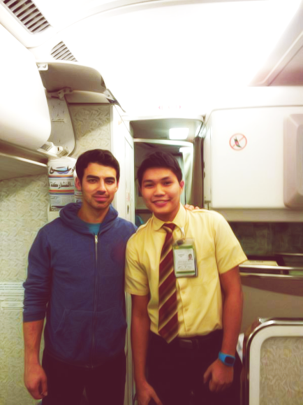 Lucky guy! :D @jmedina05: T'was nice to meet you @joejonas, Thank much for being nice and for flying with us Enjoy your stay in Thailand. :D (x)