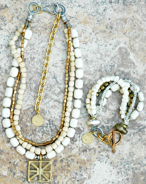 Custom White Necklace and Bracelet Set: Perfect Summer Jewelry!