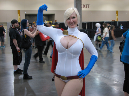 Lady Wolf Star as Power Girl, Phoenix Comicon 2012 (by Total due)