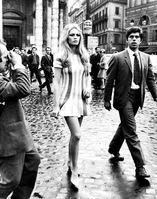theswingingsixties:  Brigitte Bardot in Rome, 1960s.