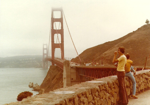 mudwerks:  Golden Gate Bridge from Lookout (by neville samuels)  Happy birthday to a dear friend and source of inspiration on her 75th birthday. #Goldengatebridge