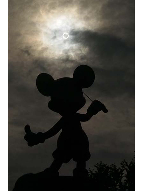 tokyodisney:  The annular solar eclipse seen from Toontown in Tokyo Disneyland on May 20th.