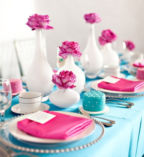 tiffany blue & fuchsia tabletop (via Tara Vickers (thewahm) on Pinterest)
