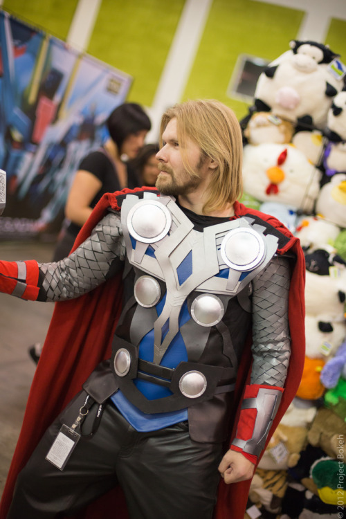 Cosplay de Thor. Muy logrado. keaneoncomics: Fanime 2012 (Friday) (by BokehFTW)