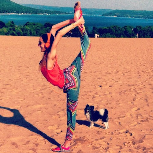 gypsetgoddess:  Check out my dog, what an awesome cheerleader…. #yoga #gettinit #dog #papillion #dancerpose #marahoffman #vibram #urbanears #smile #sleepingbeardunes #fashion (Taken with Instagram at Dune Climb - Sleeping Bear Dunes)