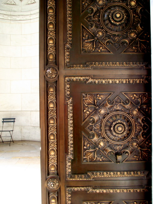 throughmyperspectiveandlens:  The beautiful details of this door @ NYPL