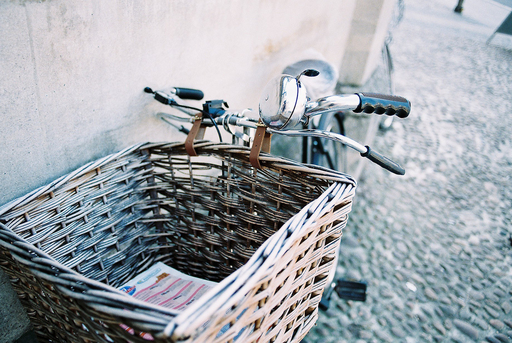 Oxford, lovely bicycle bathing in sunshine (by 多多^)