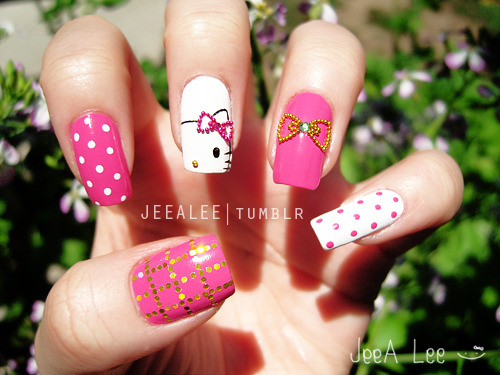 jeealee:  Hello Kitty Nails