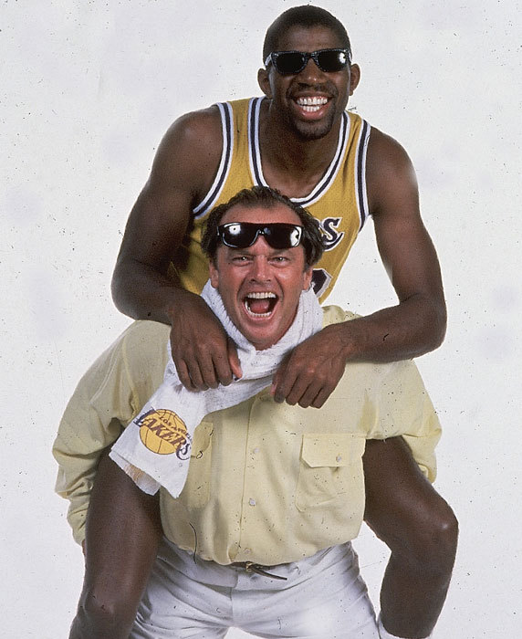 Jack Nicholson gives Magic Johnson a piggyback (@si_vault)