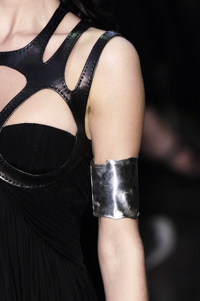 icy-fashion:  Alexander McQueen Spring 2006