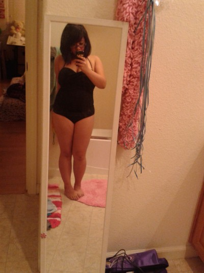 avecesfui:  knivesschau:  Finally tried the bathingsuit on. Could have been worse…? At least it's a one-piece and it's black.  Si me emborracho con tus curvas,estoy mal de la cabeza.