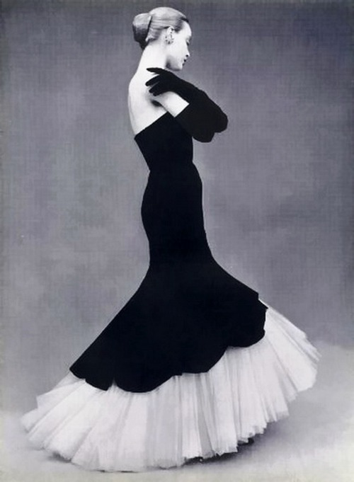 theniftyfifties:  Model wearing a gown by Balenciaga, 1951.