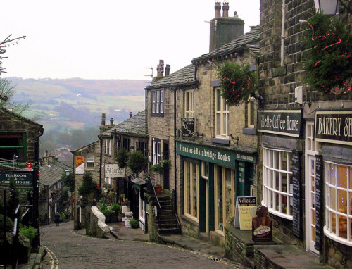 wanderlusttour:  Haworth (where the Brontë sisters lived)Haworth, Yorkshire, England