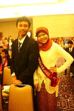 yulhiaakh:  #Graduation with @anjarLhardy :)
