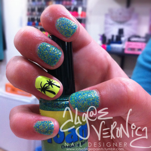Al's summer time FLOAM nails! :)You can get this polish here!