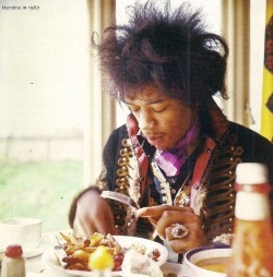dancetothemorninglight:  What you eating, Jimi.