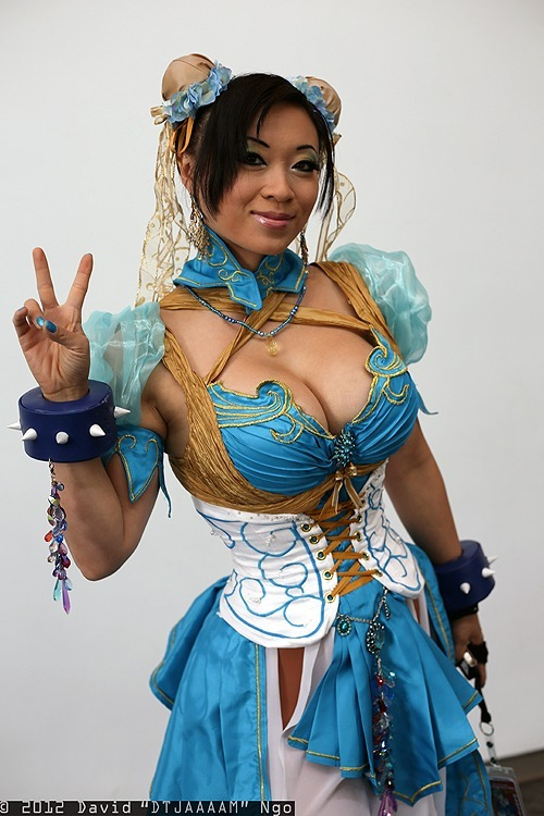 Fresh cosplay! Chun-Li from Street Fighter  Cosplayer: Yaya Han [Web | Tumblr | Twitter]Photographer: David Ngo [Web | Twitter | Flickr | Facebook]