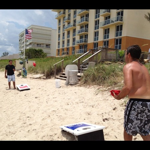 Corn hole? #courtyard #hutchinsonisland #jensenbeach #beach #fl  (Taken with Instagram at Courtyard Marriott - Hutchinson Island)