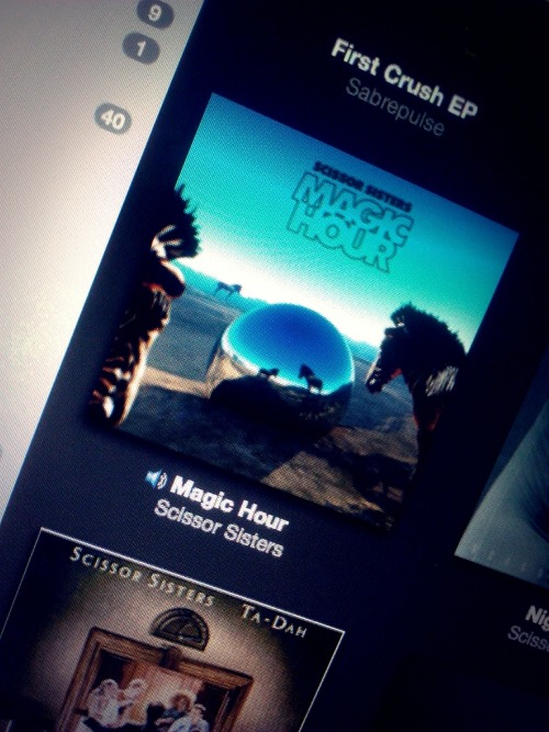 Oh god *-* Is out! #magichour  (via fhotoroom)
