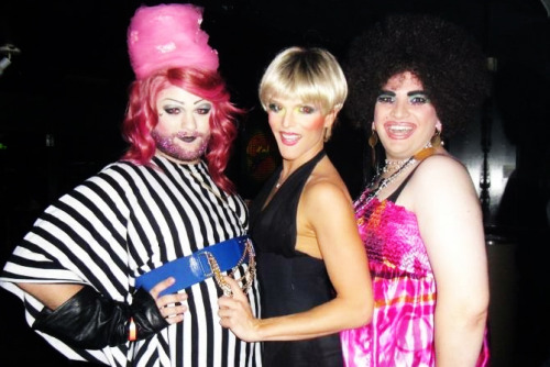 willambelli:  geaux:  (l to r) bizarrika lestrange, willam belli, & urethra franklin miss trouble served it last night.   we all looked real damn pleasant. hope to see you next time i'm in town and take advantage of the contents of your amazing handbag. WILLAM