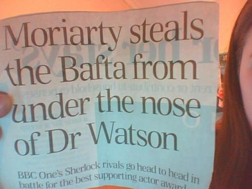 bakerstreetbabes:  coopsie32:  Greatest Headline EVER! do I hear a plot-line there? Someone please write a fanfic  Too good not to reblog.