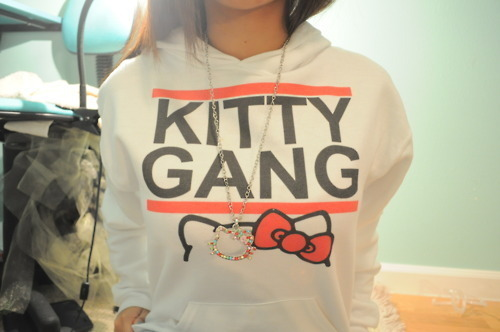 diiddi:  Kitty Gang!  really want this sweater x___x