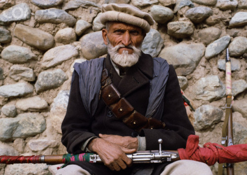 simply-war:  January 1980, Asmar, Kunar Province, Afghanistan —- An Afghan Pashtun mujahid. The mujahideen fought against the Soviet invasion of Afghanistan during the 1980s that began on December 25, 1979. © Pascal Manoukian/Sygma/Corbis