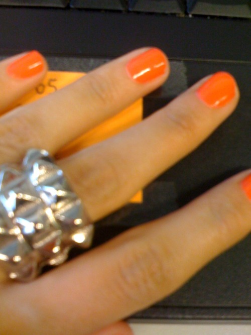 Nails color: Salmon dance