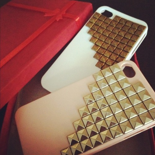 If your a girl, an u got a iPhone you must cop one of these!! So dope!