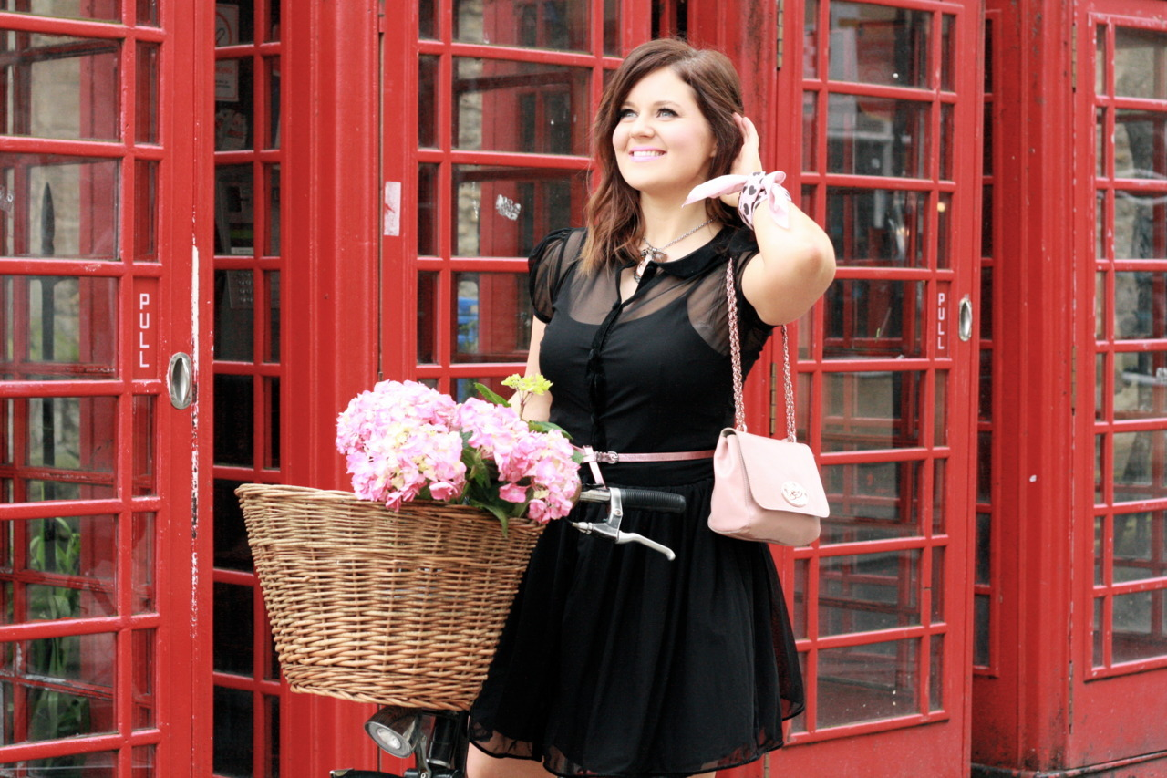 Things that make me smile: my Pashley, a basket full of flowers & a dress that makes me want to twirl