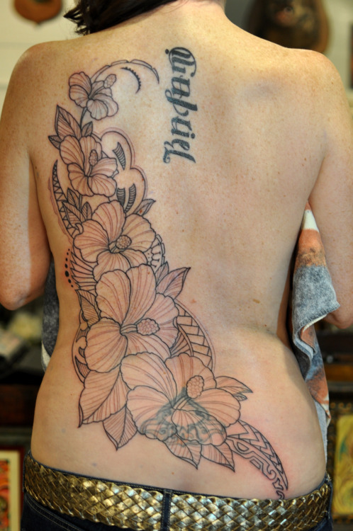 Covering up an old and faded tattoo with hibiscus flowers and Polynesian style tribal accents. It's also a remembrance from a time when April lived in Hawaii.First sitting.