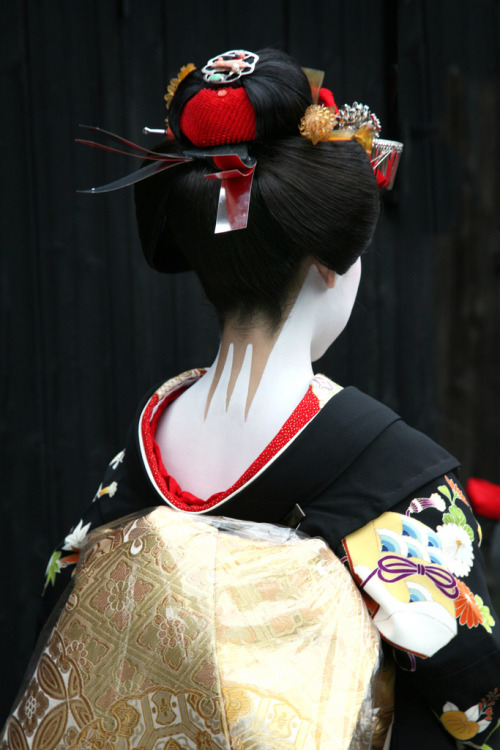 "Geiko-san & Maiko-san: Wareshinobu hairstyle ""This ..."