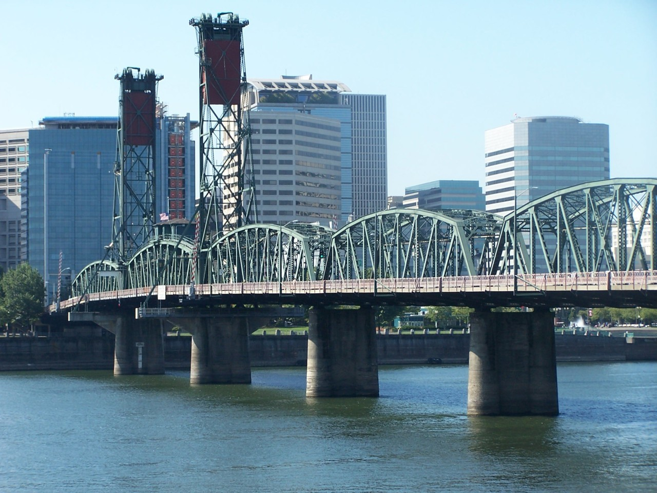 The Hawthorne Bridge, looking northwest from the Eastbank Esplanade.