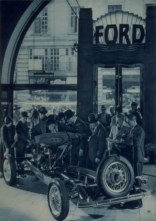 V8 Ford Model B chassis. In: V8 Ford Catalogue. Ford Motor Company Limited, London & Dagenham, 1933. Source: Bodleian Library / Toyota City Imaging Project.