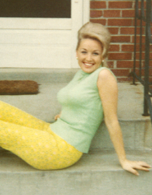 A young Dolly Parton