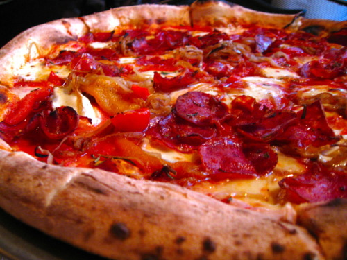 The Al Roker: tomato, mozzarella, fontina, caramelized onion, sopressata, roast pepper, and rosemary. The hype is true, Fornino Pizza in Williamsburg is to die for. And isn't it just your lucky day: get a large pizza and a bottle of wine for only $25 on Google Offers (featuring this here picture by yours truly). Pizza Party Friday, get after it!
