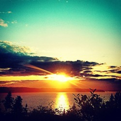 Another #sunset picture… #washington #sun #pugetsound #water #instagood #vashonisland #seattle  (Taken with instagram)