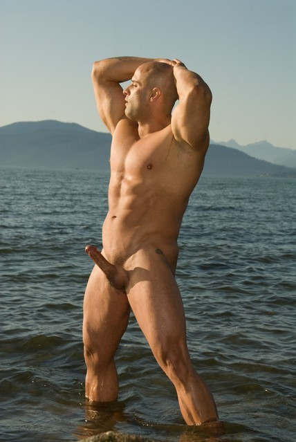 nudebeachdude:  muscle god at the nude beach