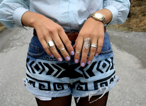 These are the best DIY shorts we've seen this summer! what-do-i-wear:  Shorts – DIY  (image; fashiiondiaries)