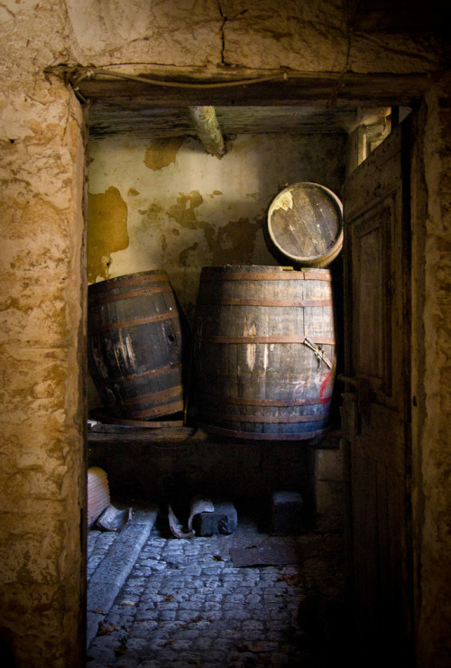 rusticmeetsvintage:  wine barrels, botte di vino by Robert Barone (playing hooky), via Flickr