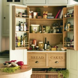 Loving this country style kitchen pantry!